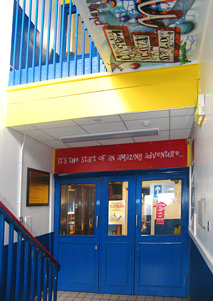 English Designs: Entrance and Staircase
